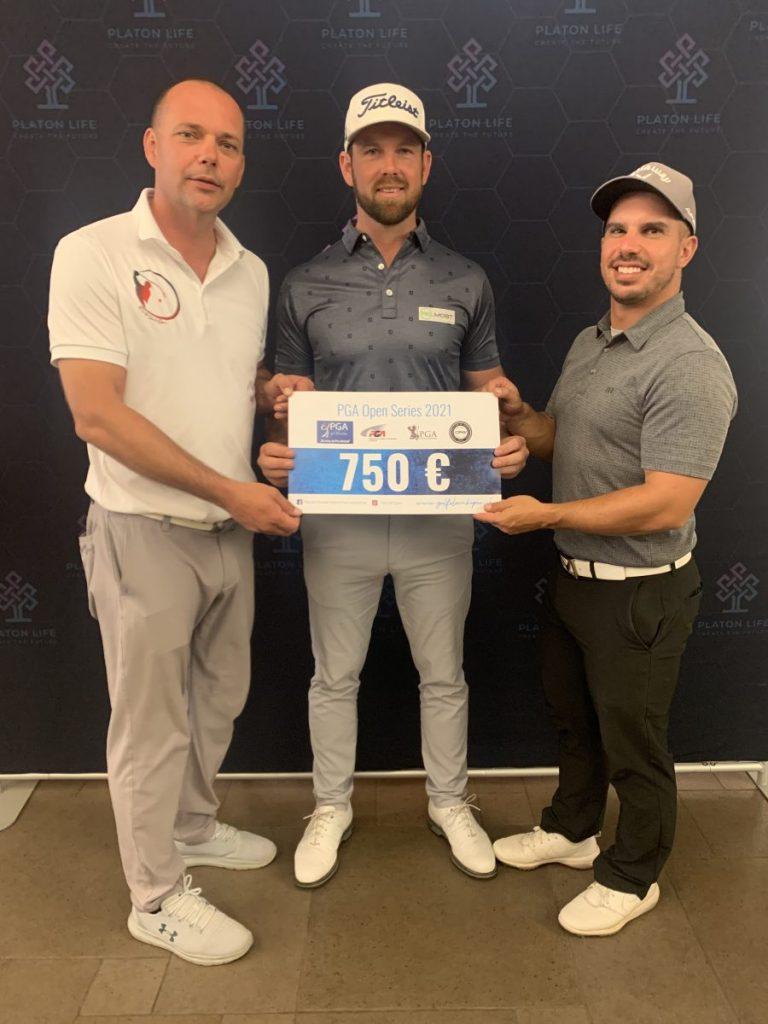 Víťaz Stanislav Matuš, vľavo Peter Petrovič GS PGA SK, vpravo Lukáš Tintera GS PGAC